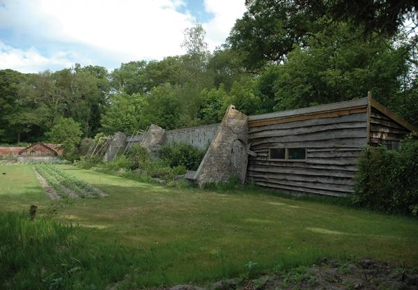 Bekslaan 14 nabij tuinmuur, schuurtje, broeikas, druivenkas, orchideeenkas, losse objecten
